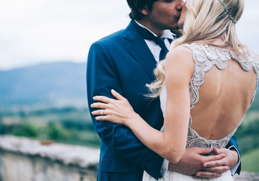 wedding-couple-kiss