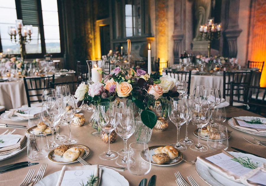 wedding-table-set-bouquet